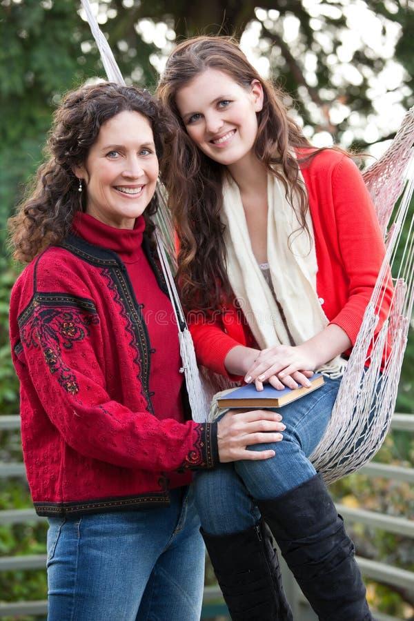 Madre e hija fotos de archivo