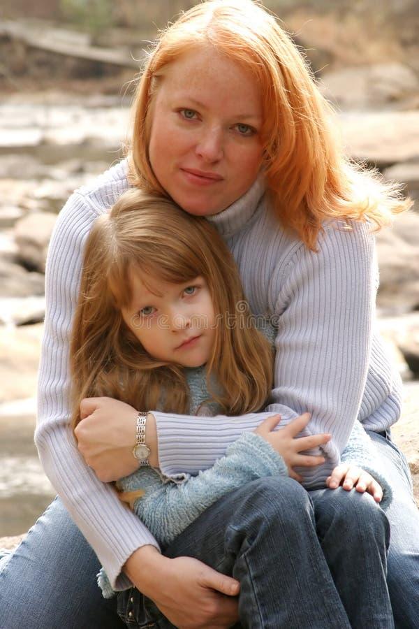 Madre e hija imagen de archivo