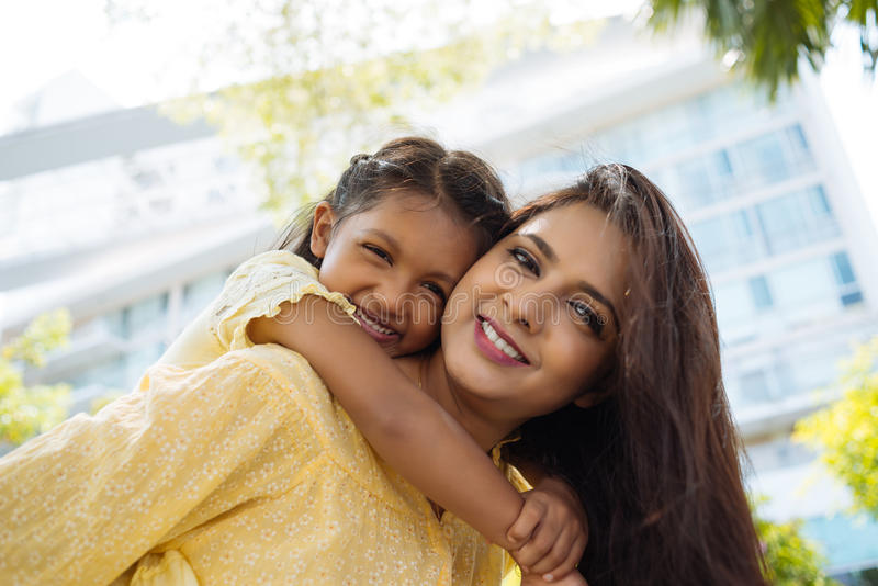 Madre e hija felices imagenes de archivo