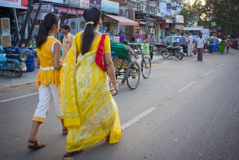Madre e hija indias en cara del camino fotos de archivo libres de regalías