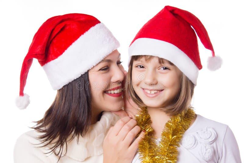 Madre e hija que se comparten secretos el Nochebuena fotos de archivo