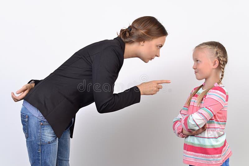 Madre e hija que tienen pelea fotografía de archivo libre de regalías
