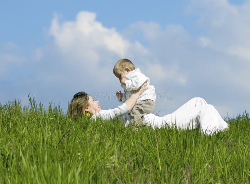 Madre e hijo. imagenes de archivo