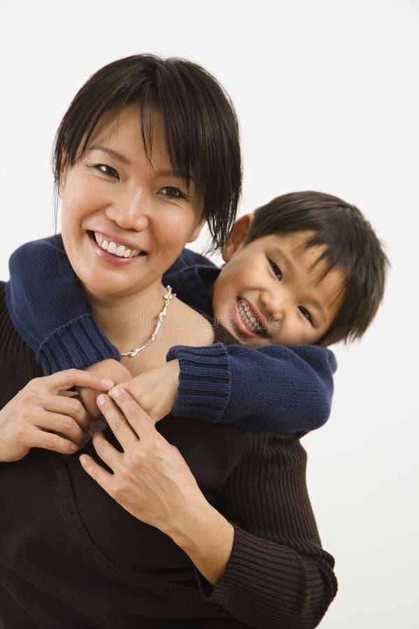 Madre e hijo felices imágenes de archivo libres de regalías