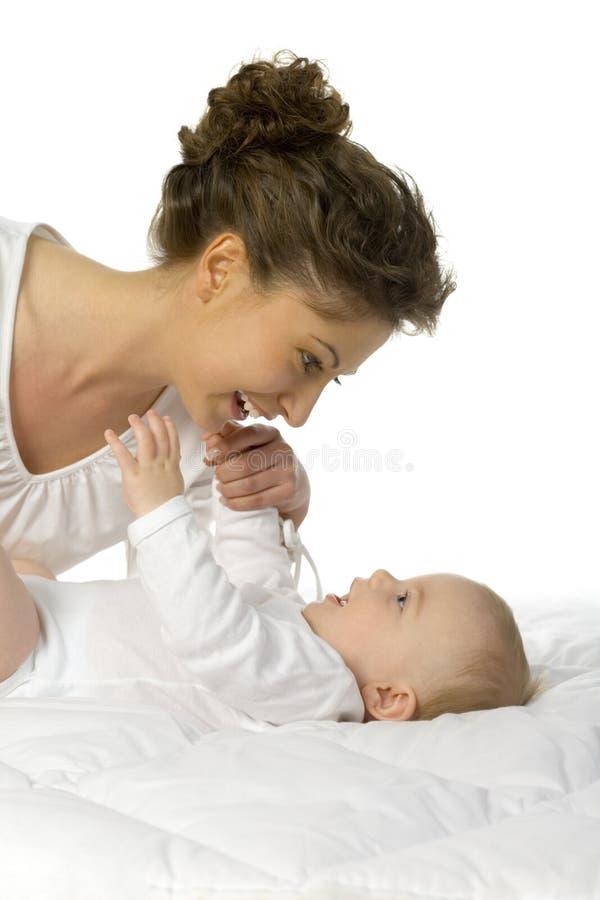 Madre feliz con el bebé imágenes de archivo libres de regalías