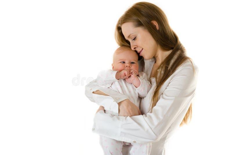 Madre feliz que celebra a un bebé joven imagenes de archivo