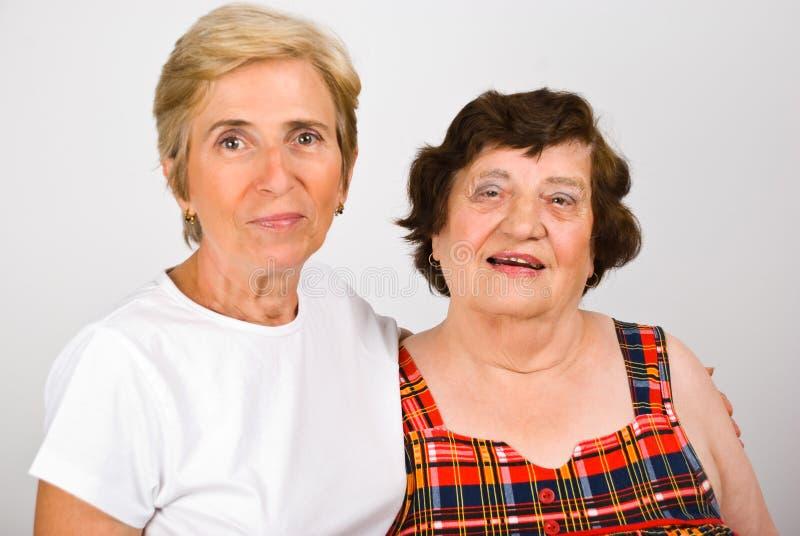 Madre mayor con la hija madura imagen de archivo libre de regalías