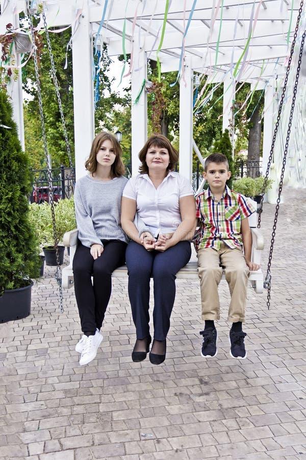 Madre più felice con il derivato ed il figlio fotografia stock