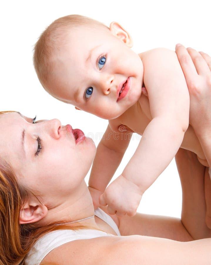 Madre que juega con el bebé foto de archivo libre de regalías