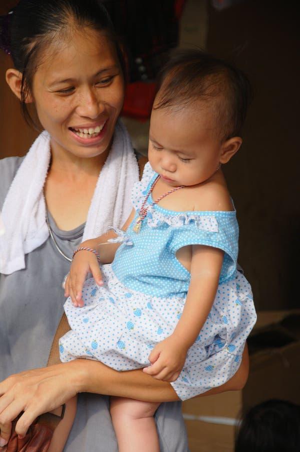 Madre sconosciuta con il bambino immagini stock libere da diritti