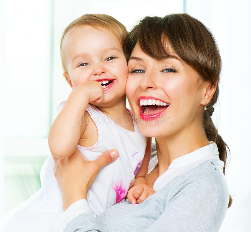 Madre y bebé en el país fotografía de archivo libre de regalías