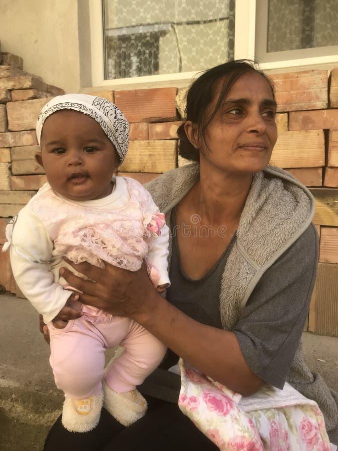 Madre y bebé en Nepal fotografía de archivo libre de regalías
