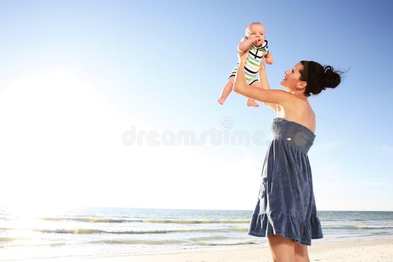 Madre y niño. foto de archivo