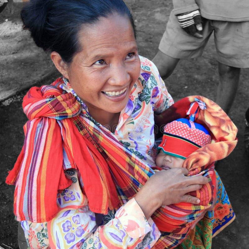 Madre y niño de Karen imágenes de archivo libres de regalías