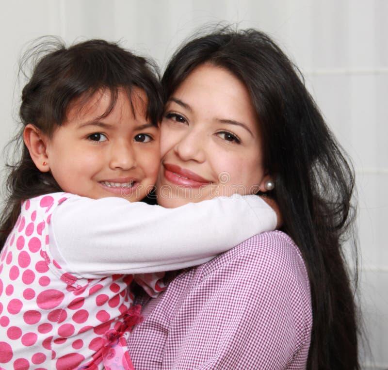 Madre y niño interiores imagenes de archivo