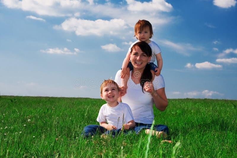 Madre y niños imagen de archivo libre de regalías