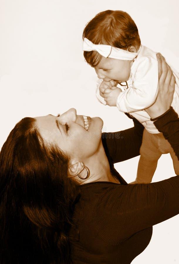 Madre y pequeño bebé fotos de archivo libres de regalías