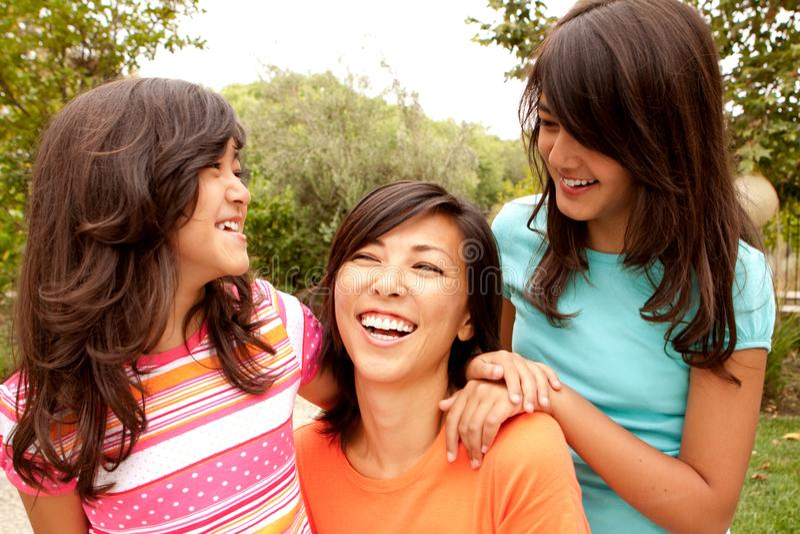 Madre y sus hijas fotos de archivo libres de regalías