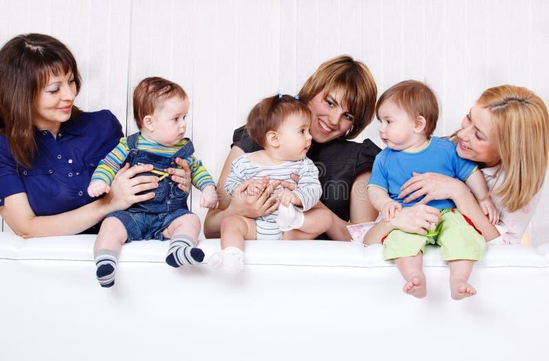 Madres con los bebés fotografía de archivo libre de regalías