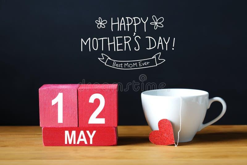Madres día mensaje feliz del 12 de mayo con la taza de café libre illustration