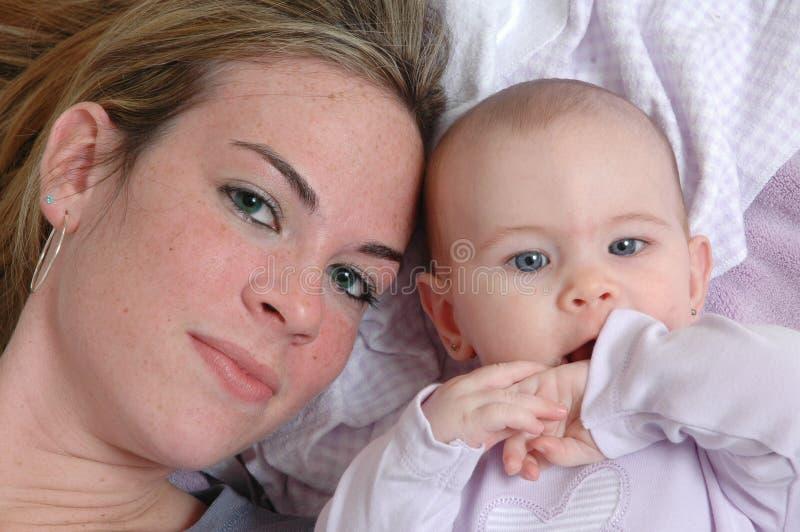 Madres e hijas imagenes de archivo