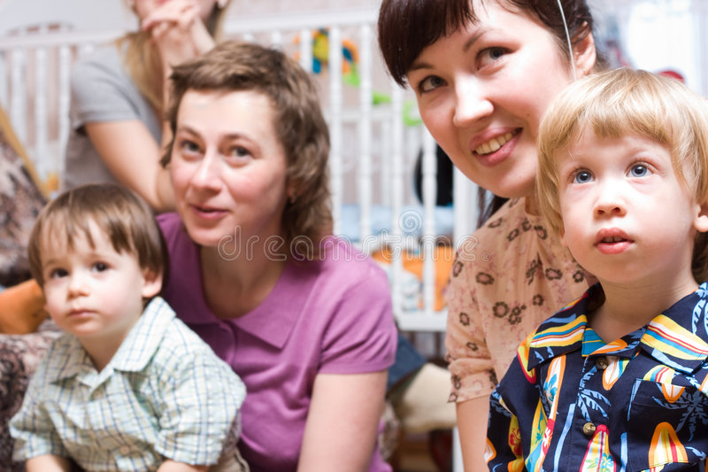 Madri e bambini fotografie stock libere da diritti
