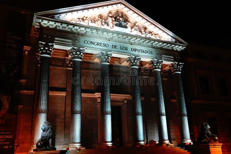 Madri, Espanha; 6 de janeiro de 2019: Congresso dos deputados iluminados na noite fotografia de stock royalty free