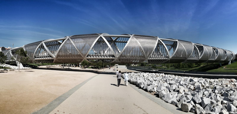 Madri, imagem panorâmico da ponte espiral de Arganzuela imagem de stock