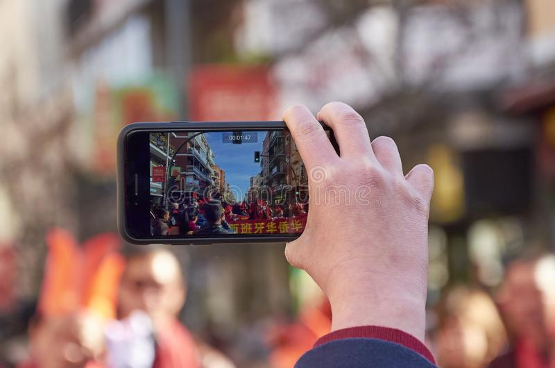 MADRID, ESPAÑA; 01 28 2017: AÑO NUEVO CHINO 2017 PROCESIÓN EN EL DISTRITO DE USERA EN MADRID fotografía de archivo libre de regalías