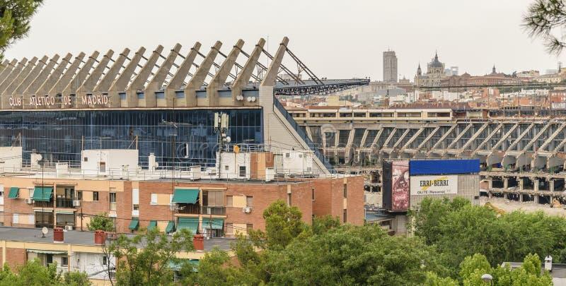 MADRID, ESPAÑA, EL 14 DE JULIO DE 2019: Demolición de Vicente Calderón Stadium, jefaturas anteriores del fútbol de Atlético de Ma imagenes de archivo