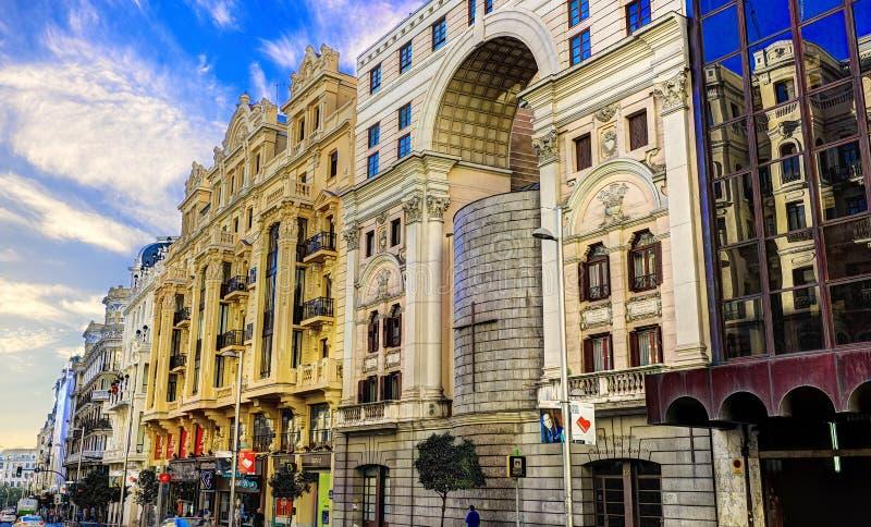MADRID, ESPAÑA - nov 8, 2015: Vea Gran vía - una de las calles principales el 8 de noviembre de 2015 en Madrid, España fotografía de archivo