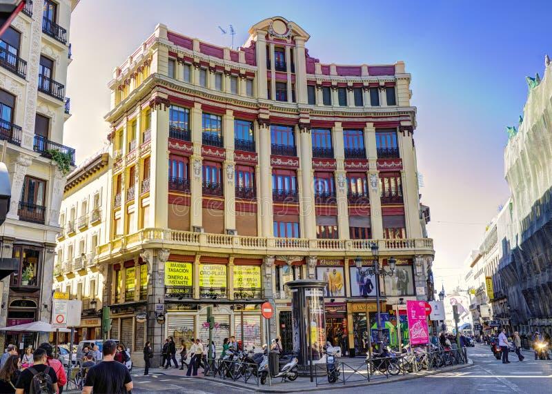MADRID, ESPAÑA - nov 8, 2015: Vea Gran vía - una de las calles principales el 8 de noviembre de 2015 en Madrid, España imagen de archivo