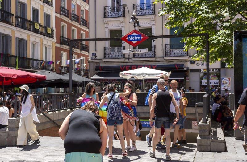 Madrid, Espagne ; Le 6 juillet 2019 : Voisinage de Chueca à Madrid, décoré pendant les célébrations de jour de fierté gaie photographie stock