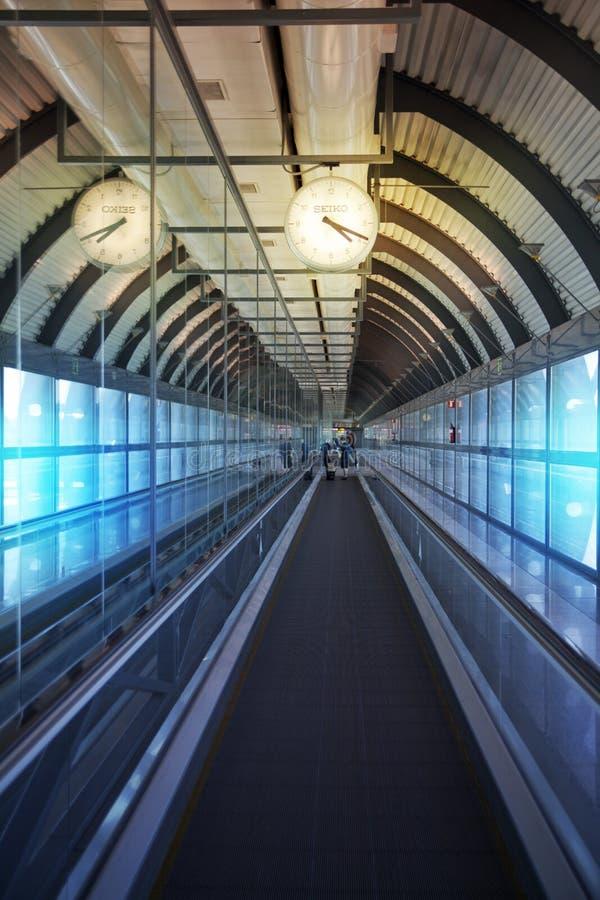 MADRID, ESPAGNE - 28 MAI 2014 : Intérieur d'aéroport de Madrid, aria de attente de départ image stock