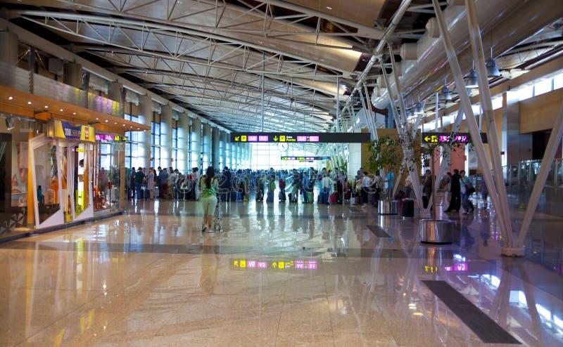 MADRID, ESPAGNE - 28 MAI 2014 : Intérieur d'aéroport de Madrid, avion prêt à partir photos stock