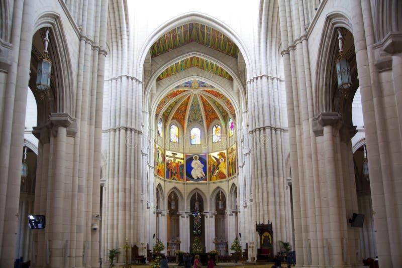 MADRID, ESPAGNE - 28 MAI 2014 : Intérieur de Santa Maria la Real de La Almudena images libres de droits