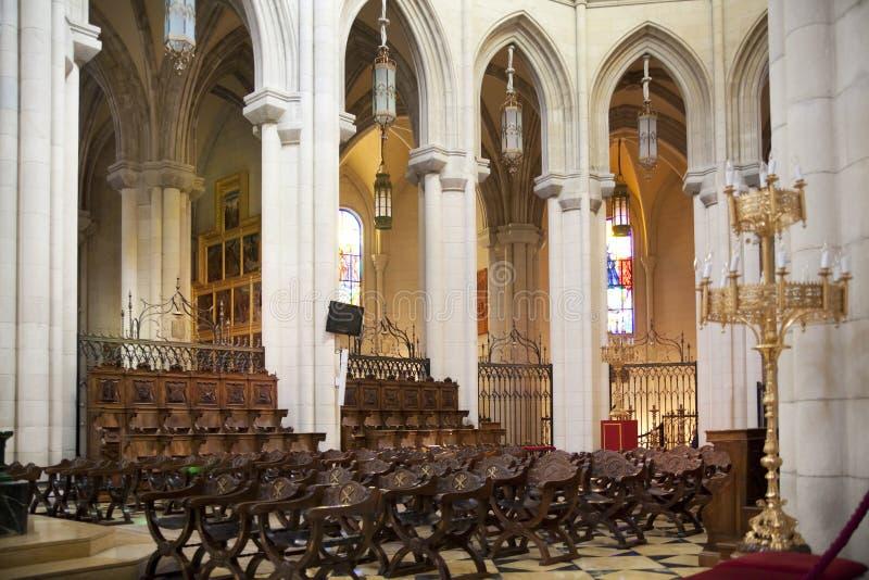 MADRID, ESPAGNE - 28 MAI 2014 : Intérieur de Santa Maria la Real de La Almudena photo stock