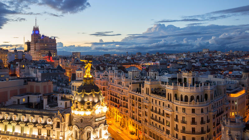 Madrid Gran via solnedgång arkivbilder