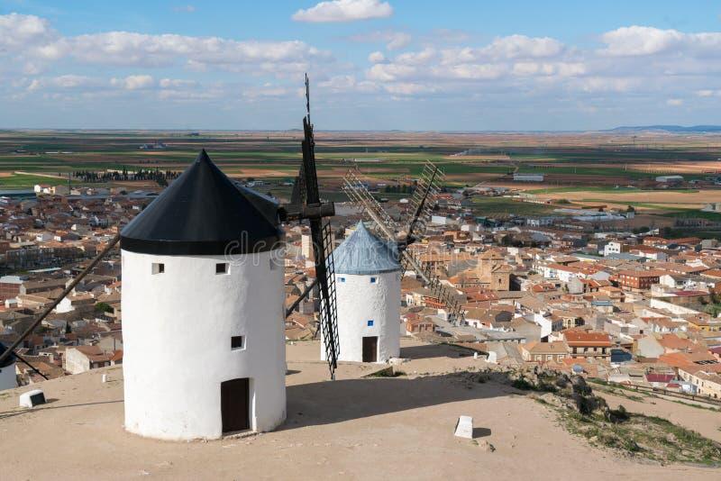 Madrid loppdestination Landskap av väderkvarnar av Don Quixote arkivbilder