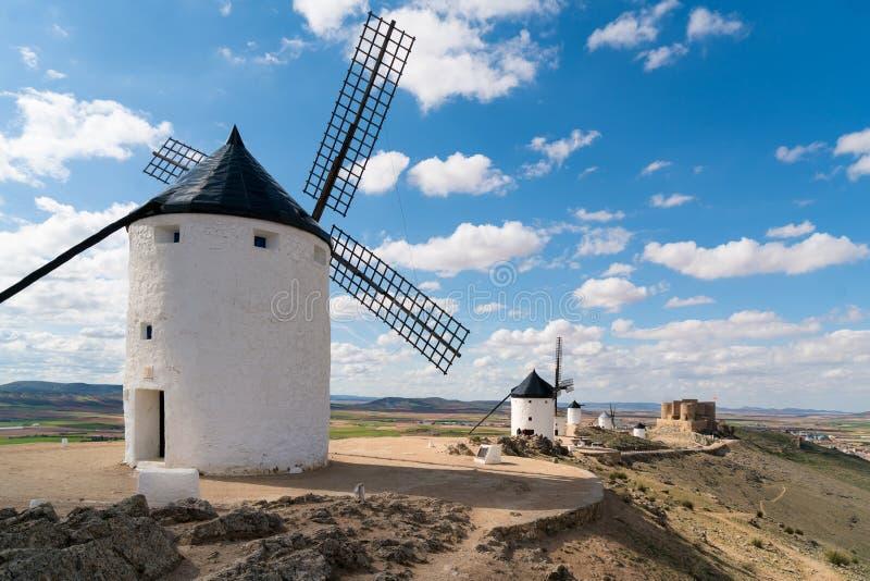 Madrid loppdestination Landskap av väderkvarnar av Don Quixote royaltyfria foton