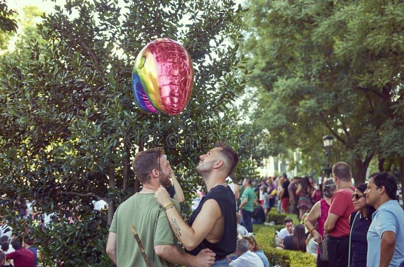 MADRID - 7 LUGLIO: Il gay e le lesbiche camminano nel gay Pride Parade il 7 luglio 2018 a Madrid, Spagna immagine stock libera da diritti