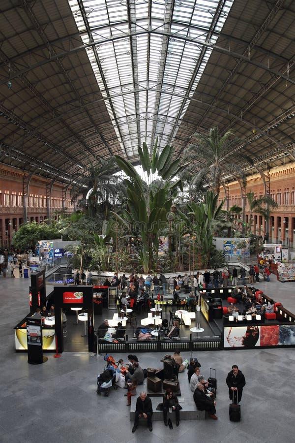 Het stationbinnenland van Atocha in Madrid, Spanje royalty-vrije stock fotografie