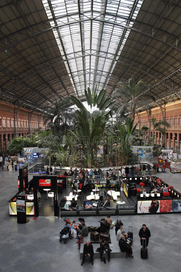 Intérieur de gare d'Atocha à Madrid, Espagne photographie stock libre de droits
