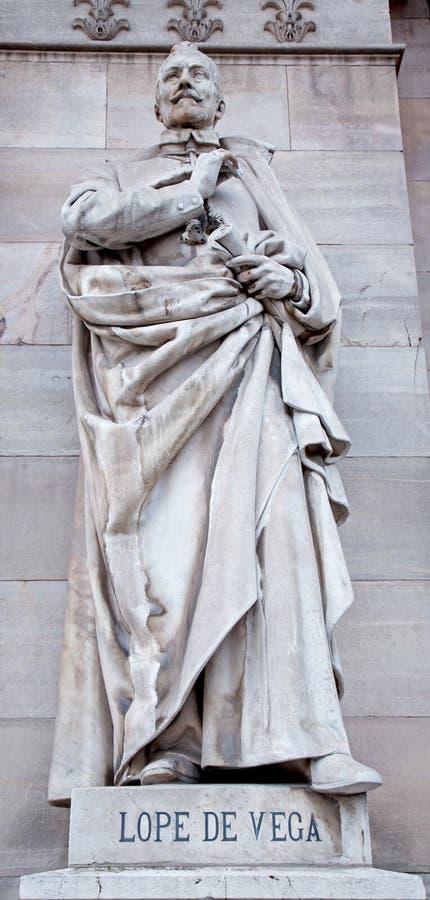 Madrid - Nebrija staty från portal av det nationella arkeologiska museet royaltyfria bilder