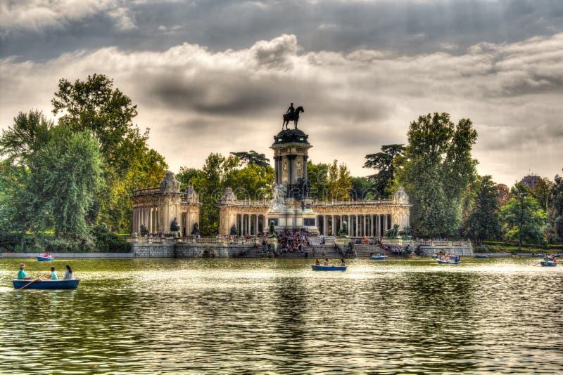Madrid Parque del Retiro Sjö - Spanien royaltyfria bilder