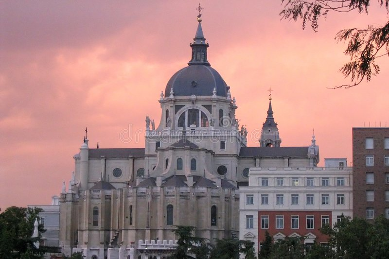 Madrid Royal Palace door Zonsondergang stock fotografie
