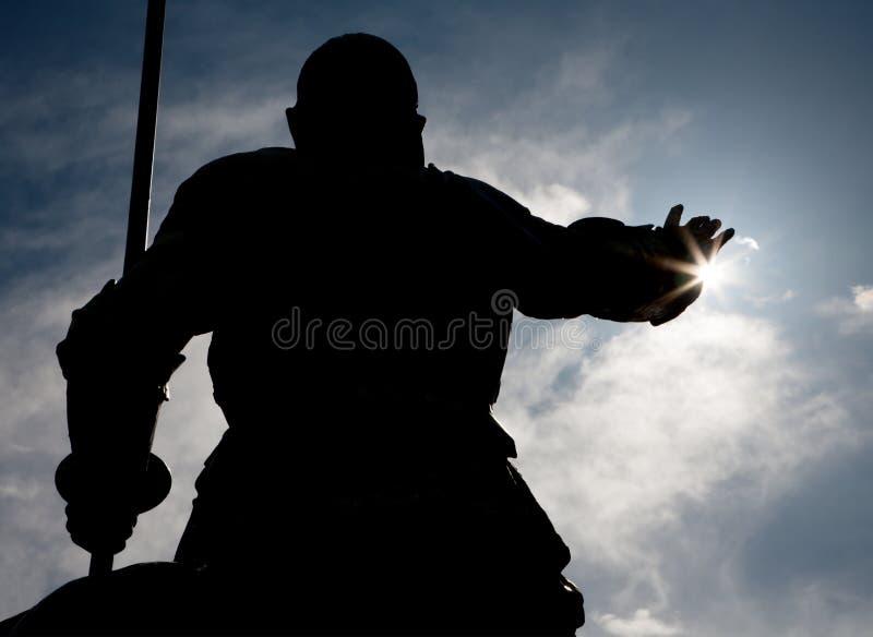 Madrid - Silhouet van Don Quixote-standbeeld van het gedenkteken van Cervantes royalty-vrije stock fotografie
