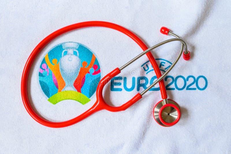 MADRID, SPAGNA, MARCIA 8 2020: Stetoscopio e logo di Euro 2020 Summer Football Tournament, Coronavirus, Covid-19 Malness immagine stock