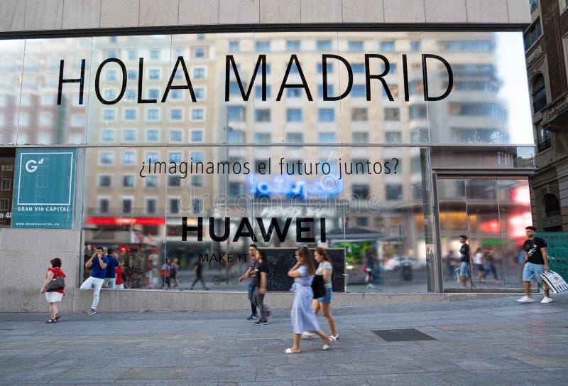Madrid, Spain Em junho de 2019: Loja de capitânia de Huawei no gran através de fotografia de stock