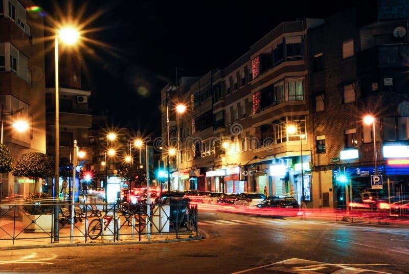 Madrid, Spain janeiro, 3? 2014 Opini?o da rua da noite usando a t?cnica longa da exposi??o Combina??o agrad?vel de luzes e de som fotografia de stock royalty free